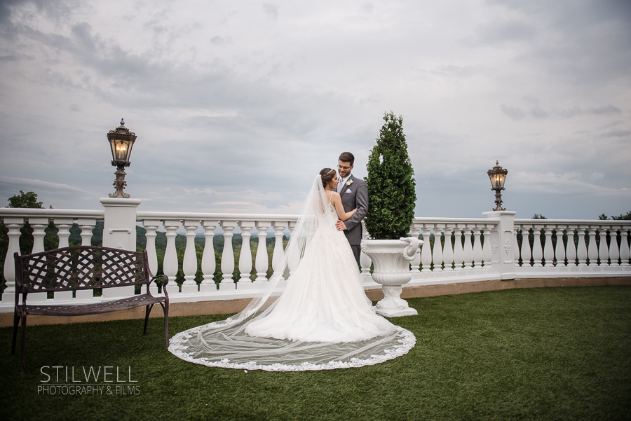 Villa Barone Hilltop Manor Bride and Groom Portrarit